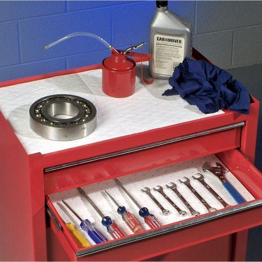 Giữ nơi lưu trữ các dụng cụ, chi tiết máy sạch sẽ