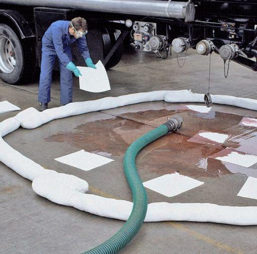 Bom thấm dầu NewPig - Quây chặn dầu tràn, không cho dầu lan rộng trên nền