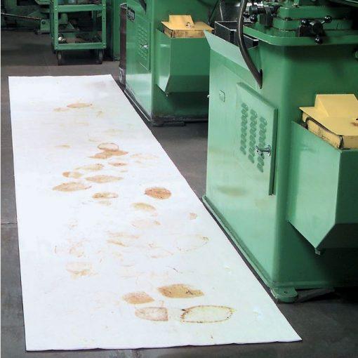 Phủ sàn tránh dầu loang, rơi vãi với cuộn thấm dầu