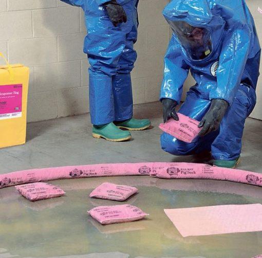 Quây chặn hóa chất tràn đổ bằng sock thấm hóa chất NewPig
