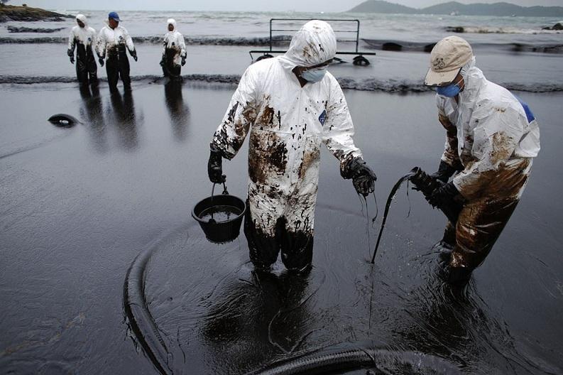 Xử lý sự cố tràn dầu